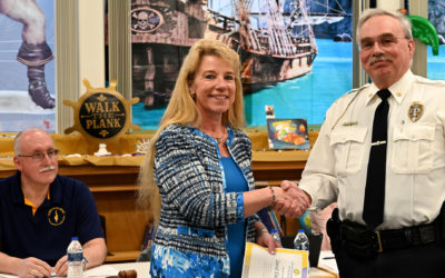 Chief Elwell Receives School Award
